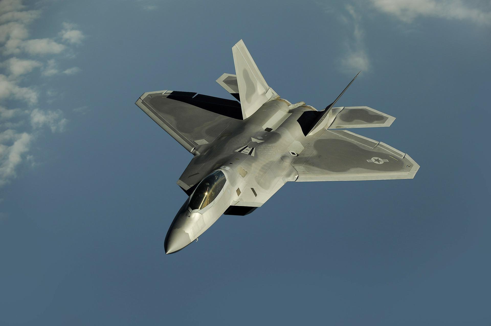 fighter-jet-63032_1920